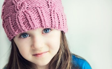 c_small girl wearing a pink knitted hat