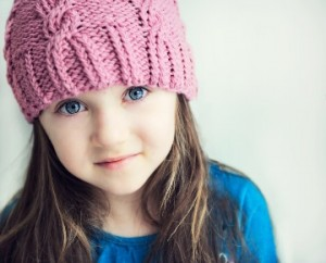 young girl wearing knitted hat_b